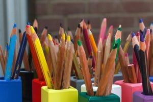 Stifte nach farben sortiert Grundschule Lerntrick visuelles Lernen